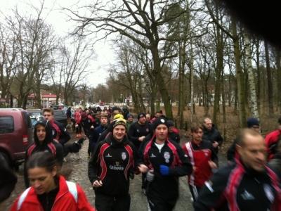 Start des Laufs mit mehr als 80 Teilnehmern
