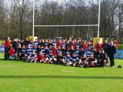 Die Spieler der DRJ-U16 und des Bath Rugby Club.