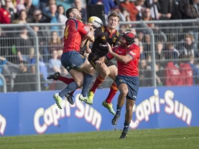 Marcel Coetzee verliert ein Duell gegen gleich zwei Spanier .Foto (c) Keßler