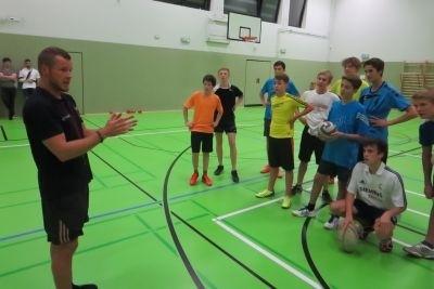 Max Pietrek stellte in Naumburg an der Saale in der Landesschule Pforta das Schulprogramm Get into Rugby vor