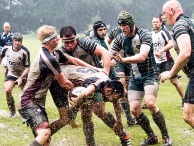 Im Dauerregen von Münster erkämpfen sich die Rugby Tourists die NRW Meisterschaft. (Foto: jubelschuppen.de)