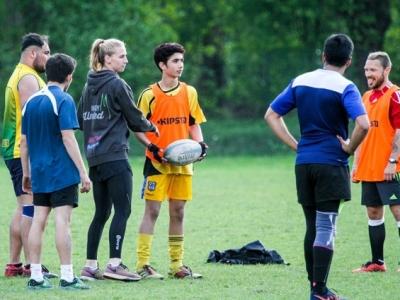 Rugby United Trainerin Lisa erklärt die nächste Übung