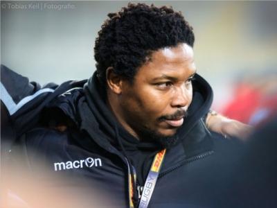 Coach Vuyo Zangqa und sein Assistent Clemens von Grumbkow wollen in den nächsten beiden Wochen viel Detailarbeit mit den Siebener-Jungs machen. Foto (c) Keil