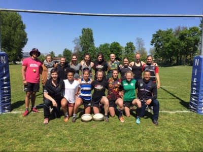 Nationaltrainer Melvine Smith (unten rechts) mit den Spielerinnen des Trainingscamps am vergangenen Wochenende. Foto (c) Smith