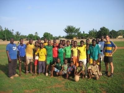 Rugby-Verein Vogan (Togo) mit Initiator Philipp Arlt (rechts)