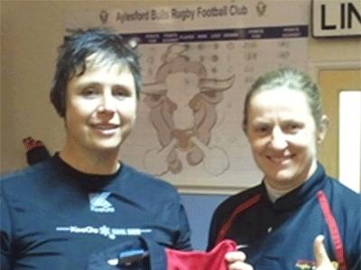 Kapitänin Michele Mayhew und Susanne Wiedemann